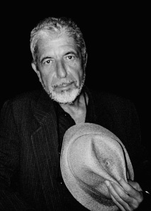 Leonard-Cohen-hat-in-hand