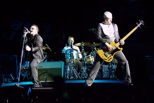 U2 get anthemic.  Photo by Martin Locraft.